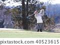 女子打高尔夫球 40523615