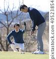 Men who play golf 40523854