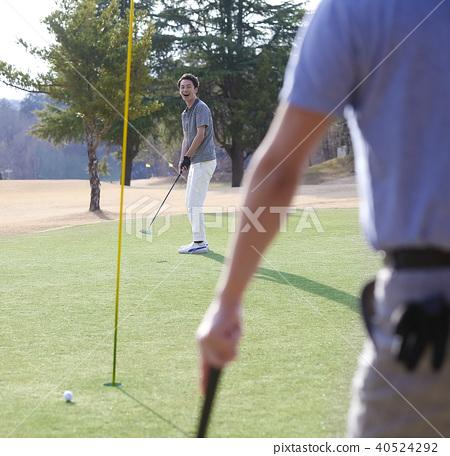 골프를 치는 사람 40524292