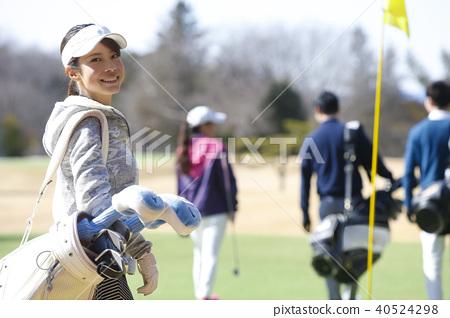 Women playing golf 40524298