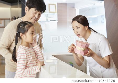 Hospital, nurse, dad, daughter 40541176