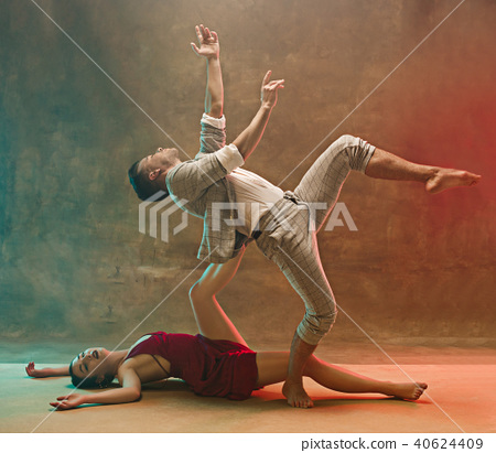 Flexible young modern dance couple posing in studio. 40624409