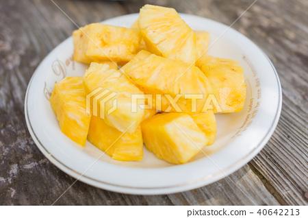 菠蘿 40642213