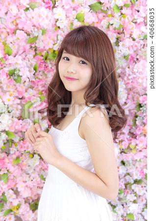 年輕女士的髮型 40668035