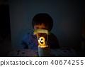 孩子的3岁生日/吹灭生日蛋糕蜡烛 40674255