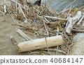 해안에 밀려 온 나무 부스러기 40684147