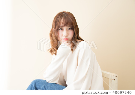 A woman sitting in a chair 40697240