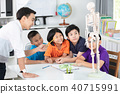 teacher explains a human body structure to pupil. 40715991