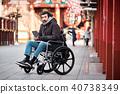 휠체어의 남성 여행 40738349