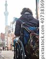 在轮椅旅行的人 40738369