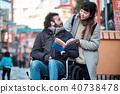 在轮椅旅行的人 40738478