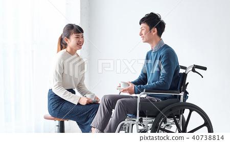 輪椅男女 40738814