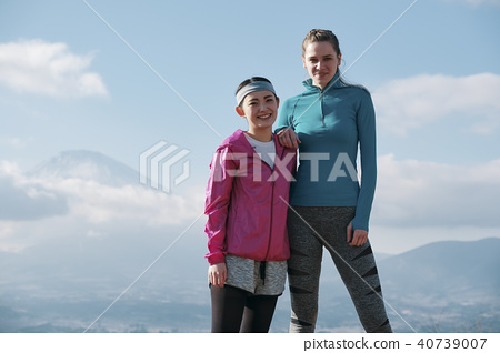 Fujisan Foreign female fitness portrait 40739007