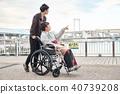 輪椅婦女和男子 40739208
