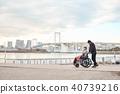 輪椅婦女和男子 40739216