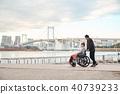 輪椅婦女和男子 40739233