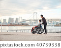 輪椅婦女和男子 40739338