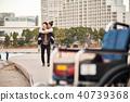 轮椅妇女和男子 40739368