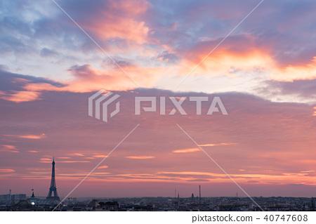 Paris skyline with purple clouds at sunset 40747608
