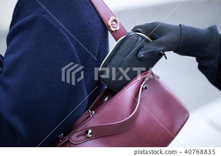 搶奪(犯罪受害者行屍包袋高級老人盜竊搶劫搶面無後巷) 40768835