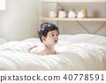 침대에 아기 40778591