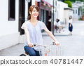 젊은 여성 (자전거) 40781447