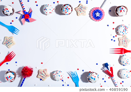 American holiday theme with desserts 40859190