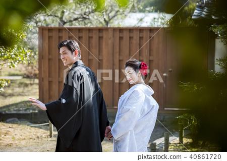 日本礼服婚礼新娘和新郎 40861720
