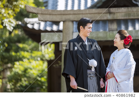 Japanese dress wedding bride and groom 40861982