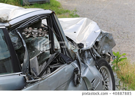 Head on crash 40887885