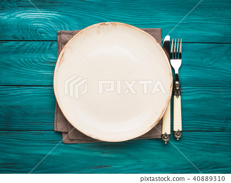 Empty plate on Green autumn background 40889310