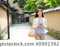 หญิงวัยกลางคนเดินทางภาพ 40902362