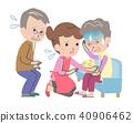 和祖母奶奶一起擔心的家庭 40906462