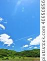 ทิวทัศน์ท้องฟ้าสีฟ้าสดชื่นและเมฆบนเครื่องบิน 40950856