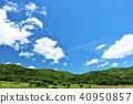 ทิวทัศน์ท้องฟ้าสีฟ้าสดชื่นและเมฆบนเครื่องบิน 40950857