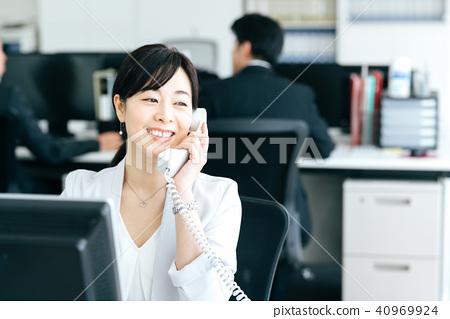 業務場景中間女性 40969924