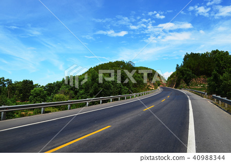 curve road in countryside 40988344