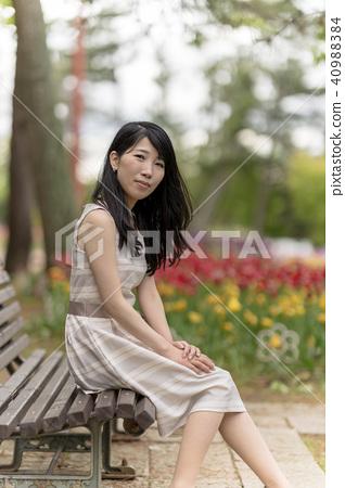 공원에서 그녀와 데이트 40988384