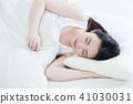 여자 잠 수면 아침 젊은 여성 귀여운 라이프 스타일 41030031