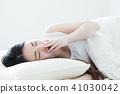 ผู้หญิงนอนหลับผู้หญิงวัยหนุ่มสาวน่ารักไลฟ์สไตล์ 41030042