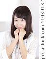 一個年輕成年女性 女生 女孩 41039132