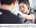 女性健身健身房拳擊手大小 41055723