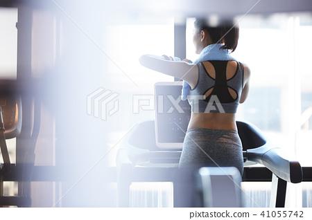 女性健身健身房休息 41055742