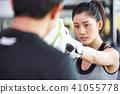 女性健身健身房拳擊手大小 41055778