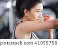 女性健身健身房拳击手大小 41055799