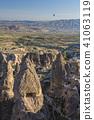 从土耳其卡帕多细亚Uchisar堡垒的早晨风景 41063119