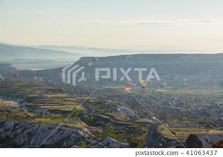 從土耳其卡帕多細亞Uchisar堡壘的早晨風景 41063437
