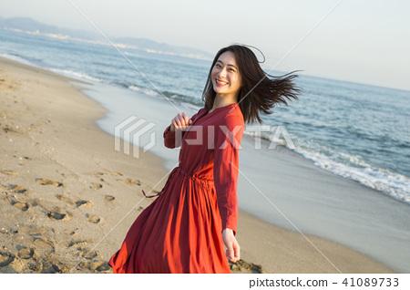 成熟的女人 一個年輕成年女性 女生 41089733