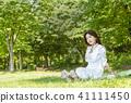 여성, 잔디, 잔디밭 41111450