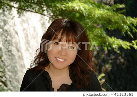 Smiling woman Falls front 41123363